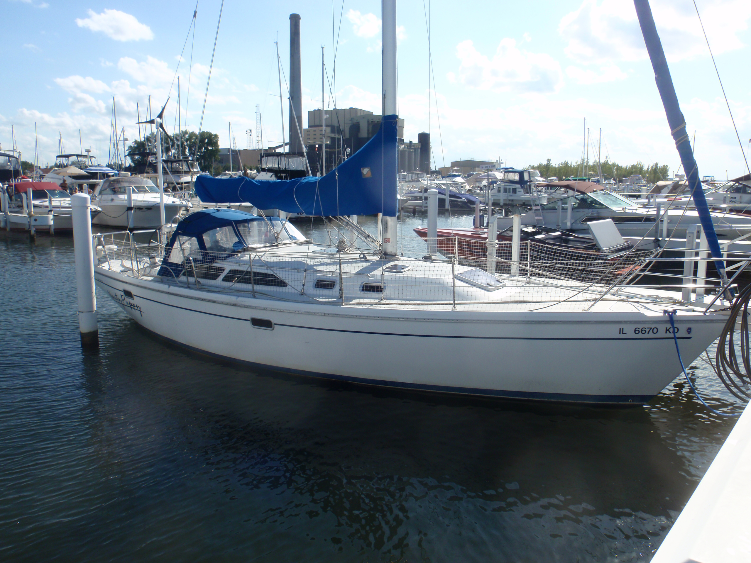 Catalina 36 MkII Starboard side