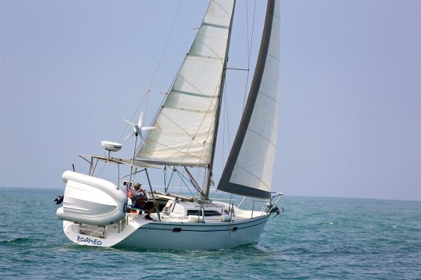 Catalina 320 Under Sail