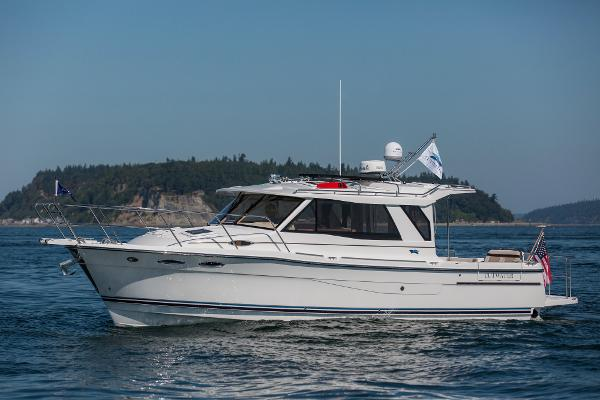Cutwater 30 LE Sedan Port profile