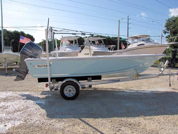 Bulls Bay 1700 Bay Boat w/Carolina Blue Hull