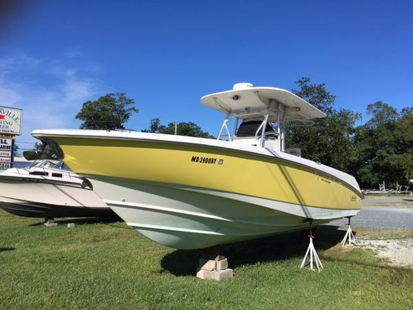 Boston Whaler 320 Outrage Port Bow