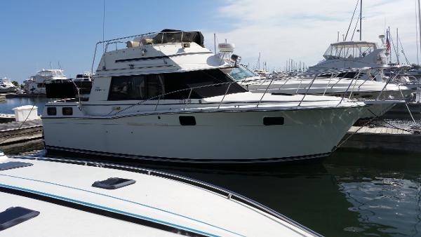 Carver 32 Aft Cabin Starboard Side