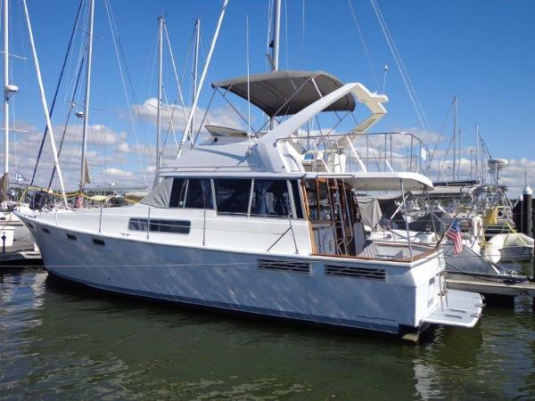Bayliner 3888 Motoryacht At the dock