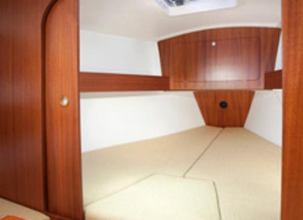 Delphia 28 Cabin