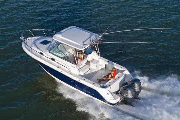 Robalo R305 Walkaround 2017 Manufacturer Provided Image