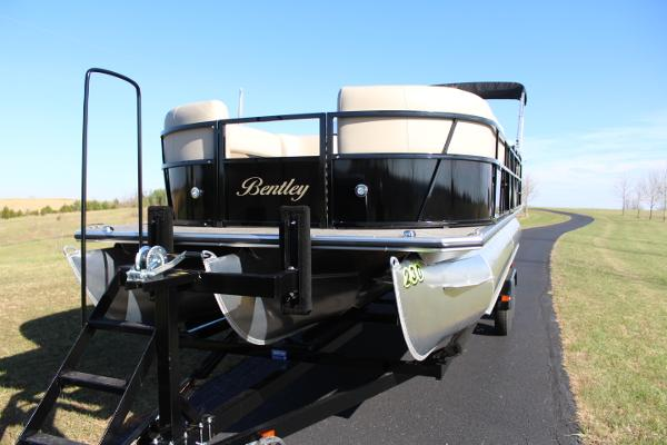 Bentley Pontoons 243 Cruise SE Tritoon