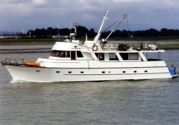 Motor Yacht Pilothouse