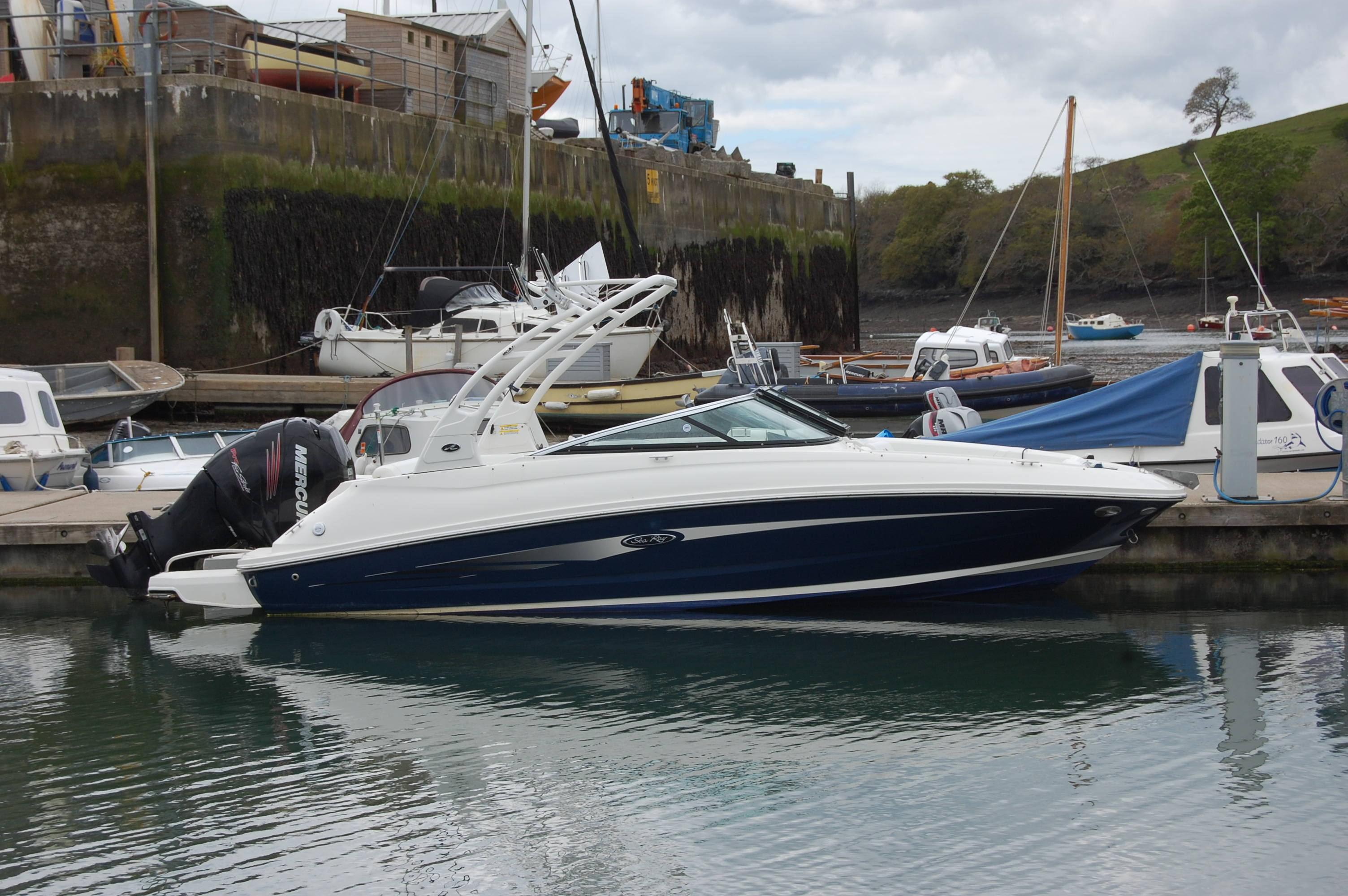 Sea Ray 220 Sundeck Outboard Wakeboard Tower Sea Ray 220 Sundeck Outboard Wakeboard Tower