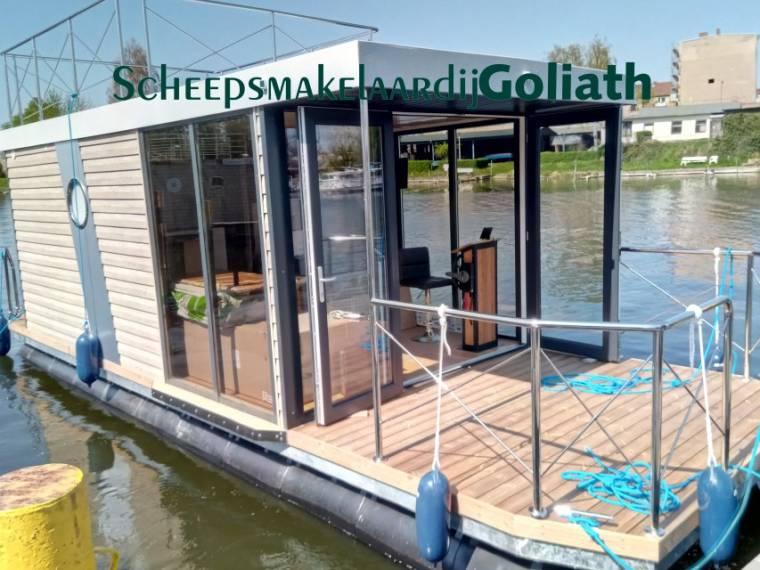 Campi 400 Houseboat