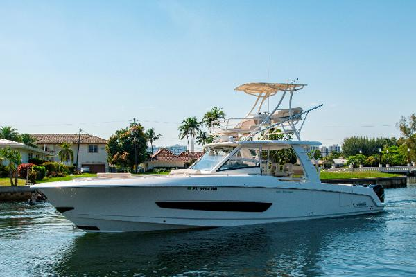 Boston Whaler 420 Outrage 42' Boston Whaler 420 Outrage Profile