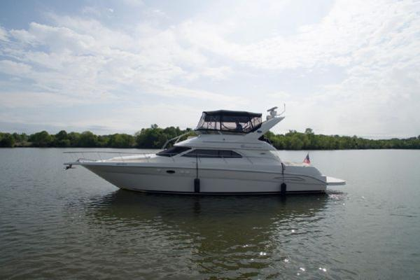 Sea Ray 450 Express Bridge