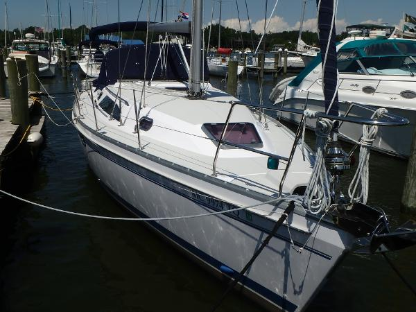 Catalina 355 Bow starboard side