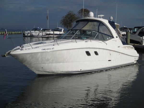 Sea Ray 330 Sundancer Port Bow