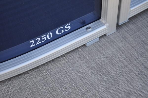 Bennington 2550 GSR