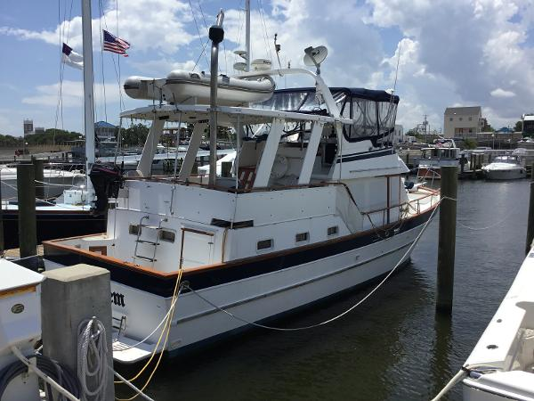 Marine Trader Sundeck Fb At Dock