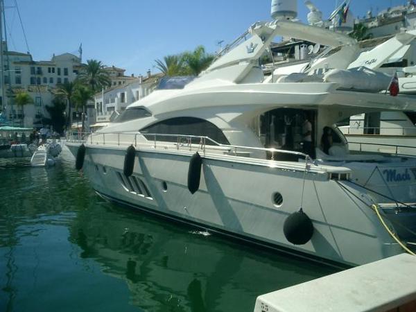 Dominator Yachts 680 S