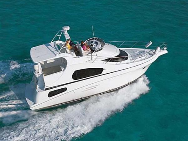 Silverton 39 Motor Yacht Running Starboard