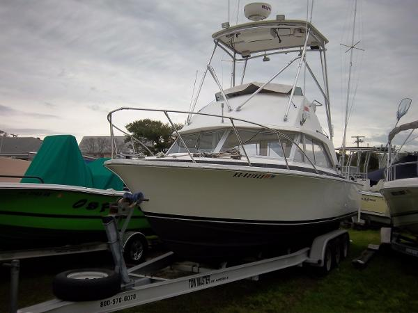 Bertram 26 Flybridge Cruiser