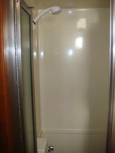 42' Nordic Tug master stateroom shower