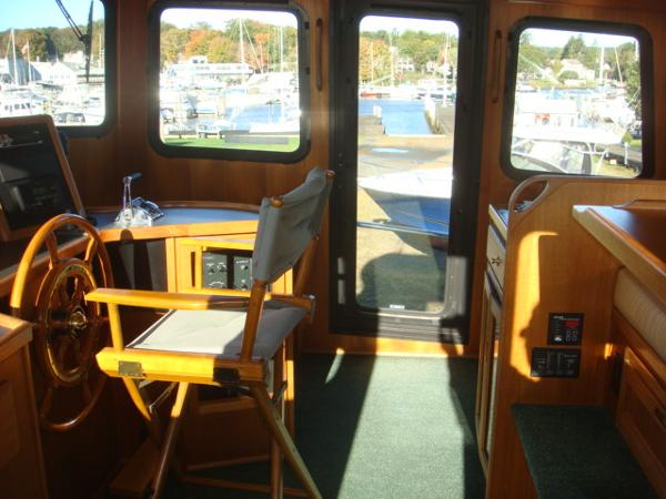 42' Nordic Tug pilothouse starboard