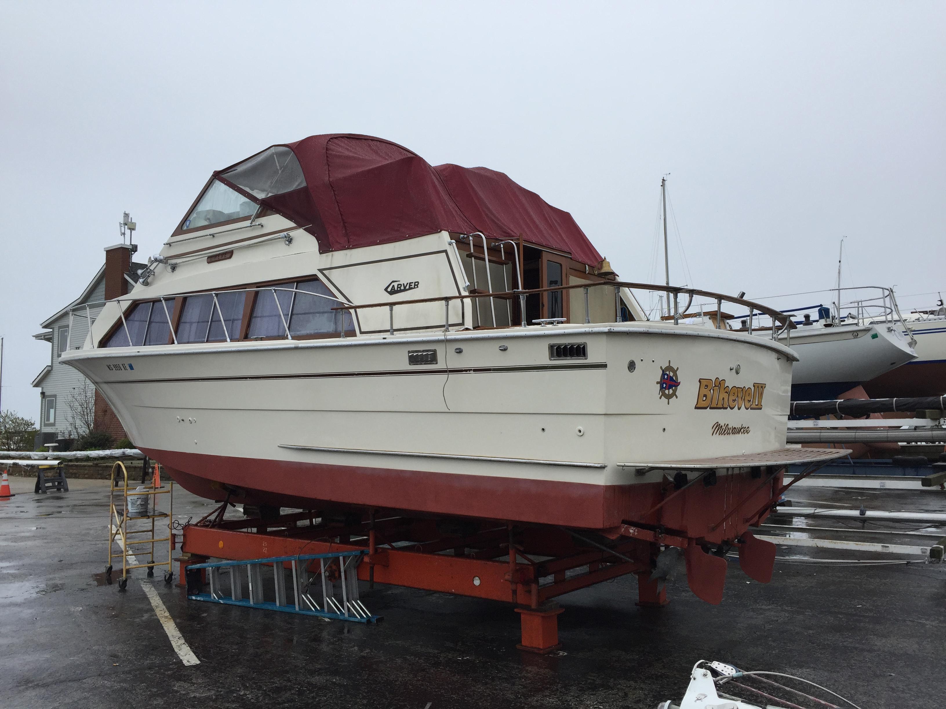 Carver 330 Mariner