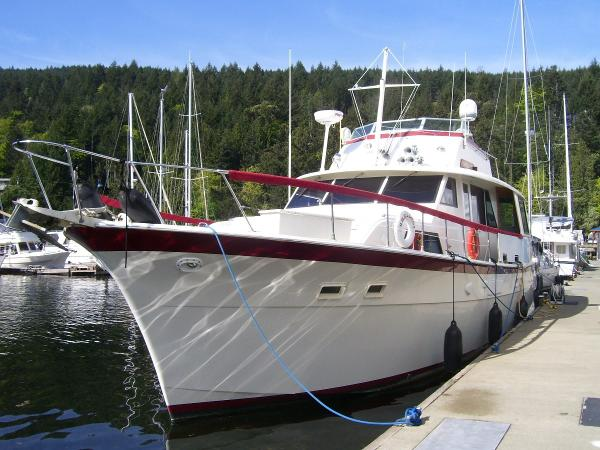 Hatteras 58 Yacht Fisherman Bow