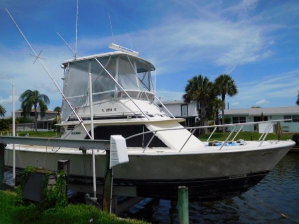 Blackfin 32 Flybridge Starboard Profile