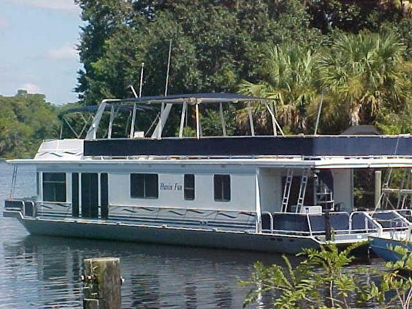 Somerset 70 Houseboat Portside Exterior