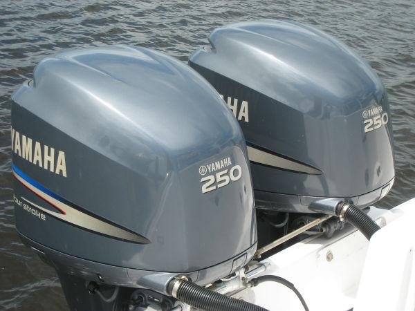 Twin 250-hp Yamaha 4-strokes