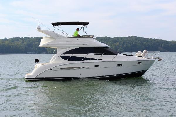 Meridian 341 Sedan Starboard profile