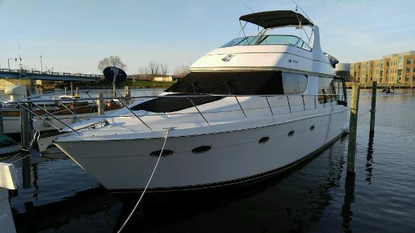 Carver 530 Voyager w 610HP Volvos!