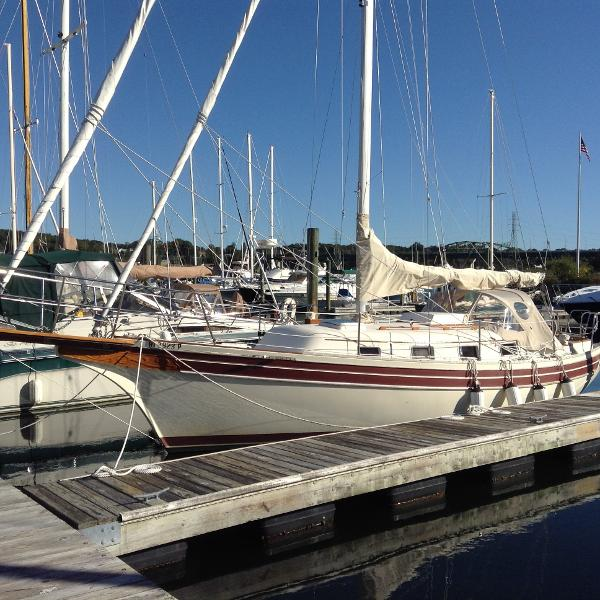 Bayfield 32C At the dock