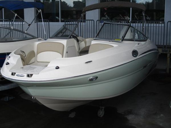 Stingray 214 LR SPORT DECK BOAT
