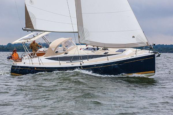 Marlow Hunter 40 Side run