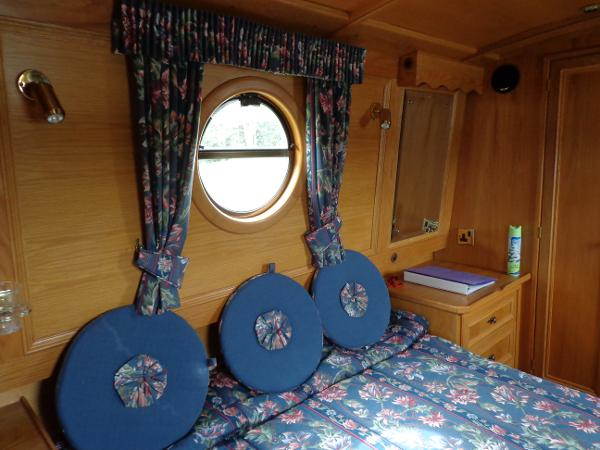 Fixed bed in master cabin