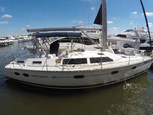 Hunter Passage 42 Starboard Profile