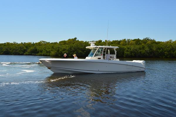 Boston Whaler 350 0UTRAGE