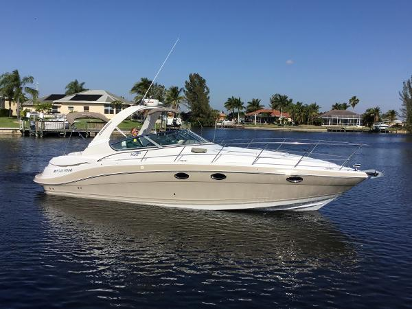 Four Winns 348 Vista Starboard Profile