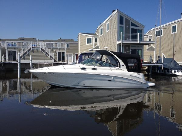 Sea Ray 300 Sundancer Port Side