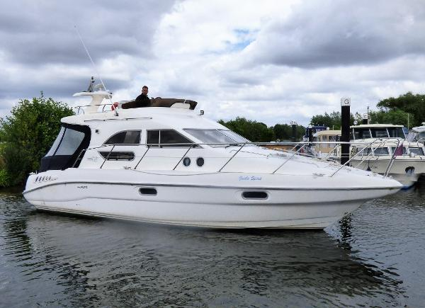 Sealine 330 Statesman Sealine 330 Statesman Racecourse Marina Tingdene Boat Sales Ltd