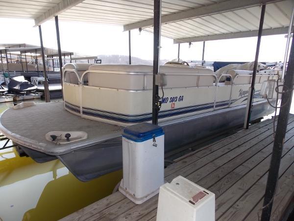 Voyager Pontoons 25 Express Cruise Tri Toon