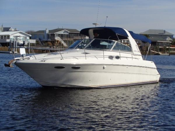 Sea Ray 310 Sundancer Sweet Carma profile away from the dock