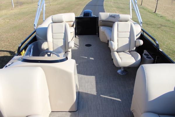 Bentley 223 Navigator