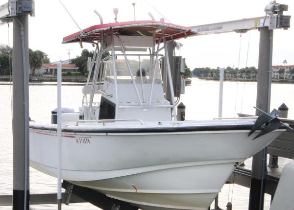 Boston Whaler 24 Outrage Starboard side profile