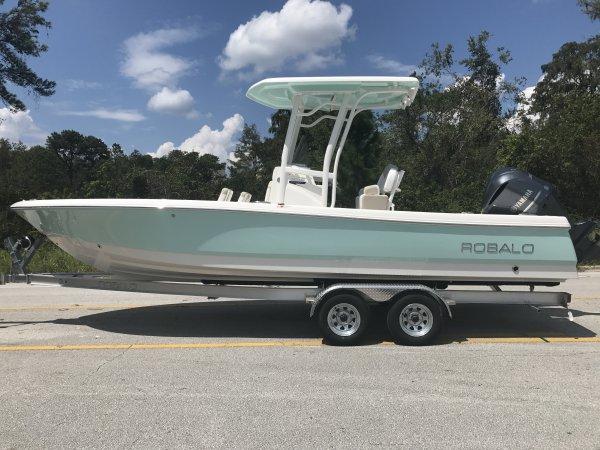 Robalo 246 Cayman Bay Boat