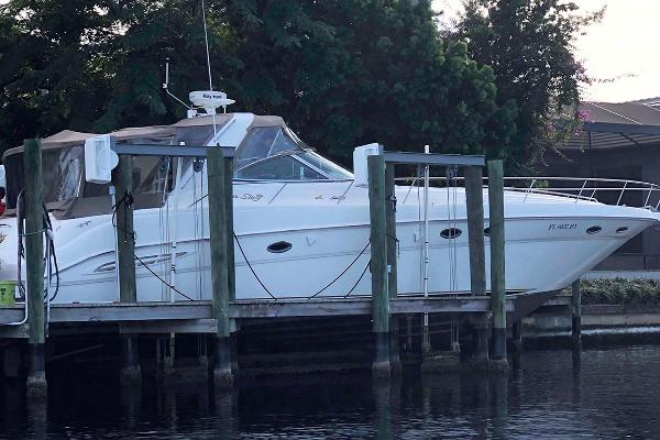 Sea Ray 460 Sundancer Starboard Profile on Lift