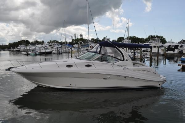 Sea Ray 340 Sundancer Port side