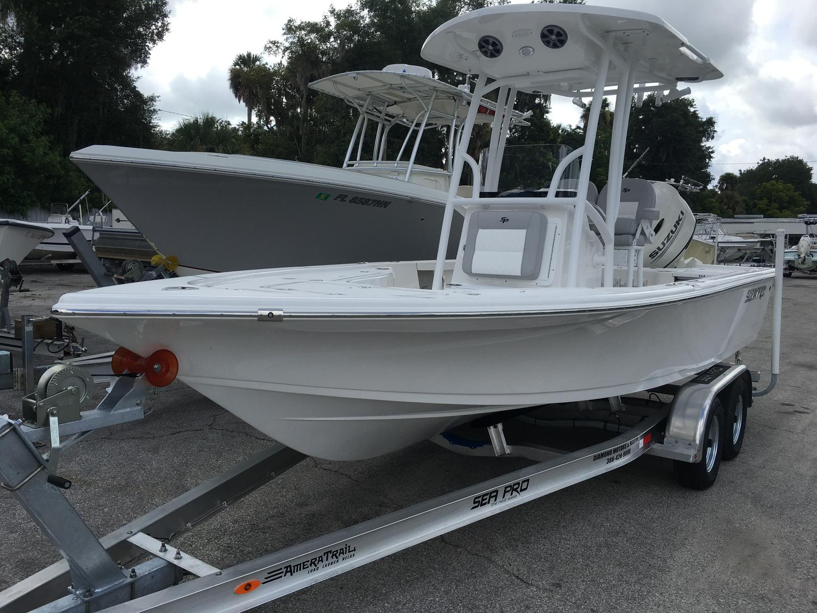 Sea Pro 208 DLX Bay Series