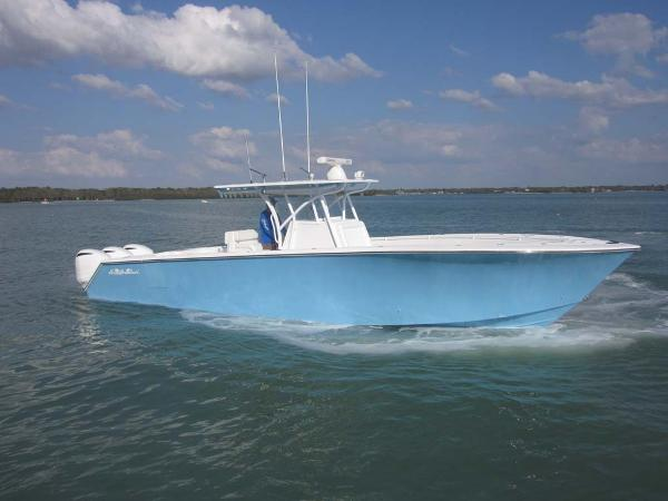 SeaHunter 39 Center Console Profile
