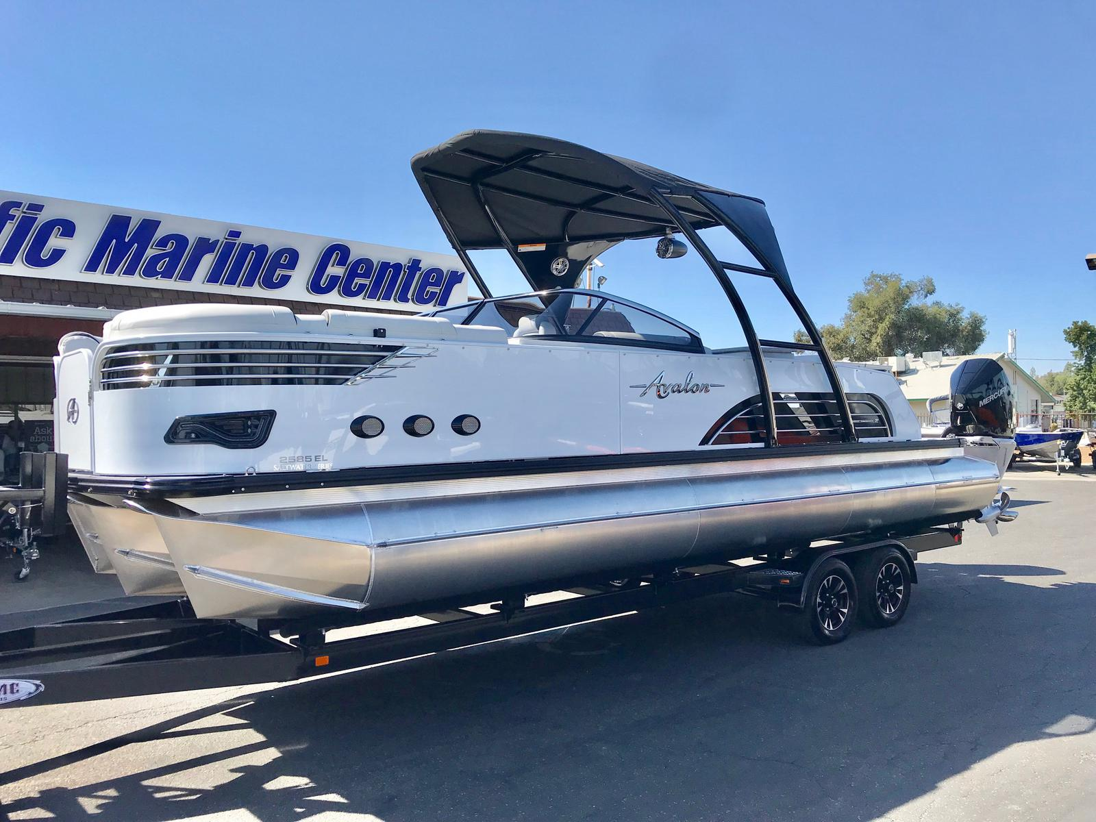 Avalon 25' Ambassador Elite Windshield w/ Twin 300 HP Mercury Verados!